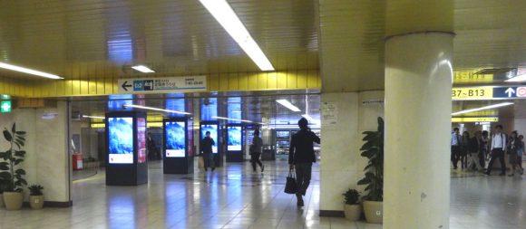 82_新宿メトロプロムナードの広告エリア