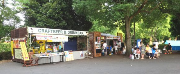 昭和記念公園のレインボープールの入場ゲート前の売店