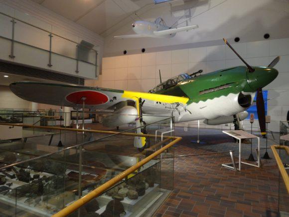 09_靖国神社の宝物館・博物館の遊就館は幕末から太平洋戦争までの戦争資料館【艦上爆撃機「彗星11型」】