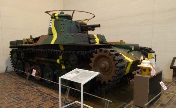 11_靖国神社の宝物館・博物館の遊就館は幕末から太平洋戦争までの戦争資料館【97式中戦車】