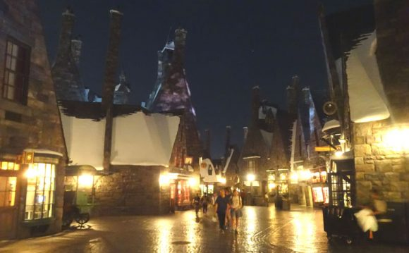 ユニバーサルスタジオジャパン・ハリーポッターエリアの夜の街並み