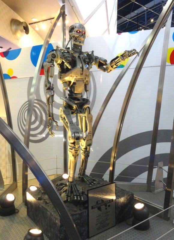 ユニバーサルスタジオジャパンにあるターミネーターの等身大模型