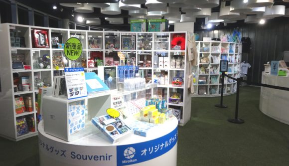 日本科学未来館の駐車場、ランチのレストラン、自動販売機、アクセスの情報まとめ・ミュージアムショップの店内