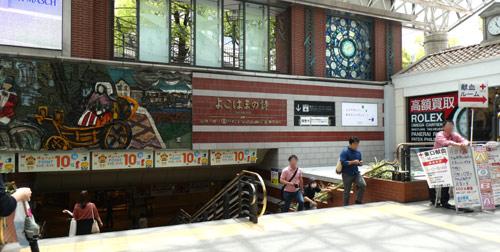横浜駅直結の新設レジャー施設「アソビル」への道順・横浜駅東口のポルタに行く階段