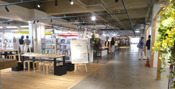 横浜駅直結の新設レジャー施設「アソビル」の3階の全体の雰囲気