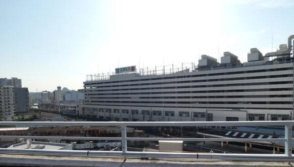 横浜駅直結の新設レジャー施設「アソビル」の屋上からのながめ