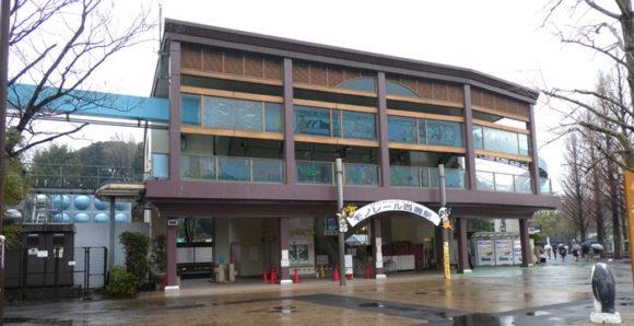 上野動物園にある日本最古のモノレールの西園側の駅舎