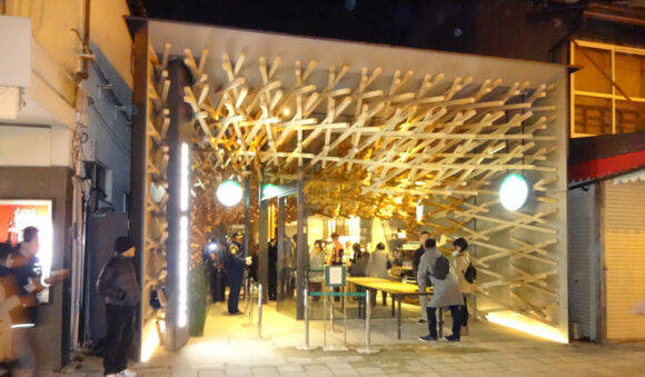 太宰府天満宮に向かう参道にある全国でも珍しい木がふんだんに使われているスターバックスコーヒー